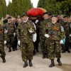 Militarul ucis în Afganistan, înmormântat la Braşov în prezenţa ministrului Apărării
