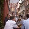 Studiu: Angajatii romani primesc cele mai multe beri de la sefi