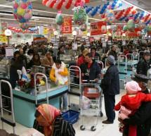 Analisti: Daca romanii nu incep din nou sa cheltuiasca, nu vom iesi din recesiune