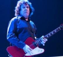 Chitaristul Gary Moore s-a stins din viaţă la 58 de ani