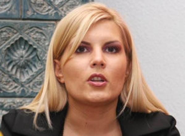 Elena Udrea, huiduită de spectatori prezenţi la Gala de box