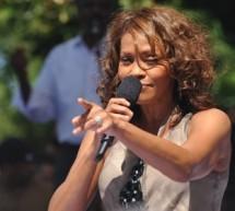 SHOWBIZ / Whitney Houston revine pe marile ecrane