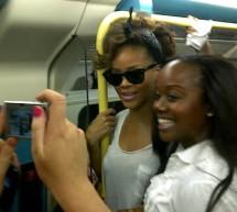 SHOWBIZ: Rihanna a mers la concert cu metroul
