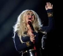 SHOWBIZ / Christina Aguilera, supraponderală, pe scenă la concertul dedicat amintirii lui Michael Jackson