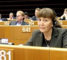 POLITICĂ / Monica Macovei semnalează CSM tergiversarea în instanţă a dosarelor de mare corupţie