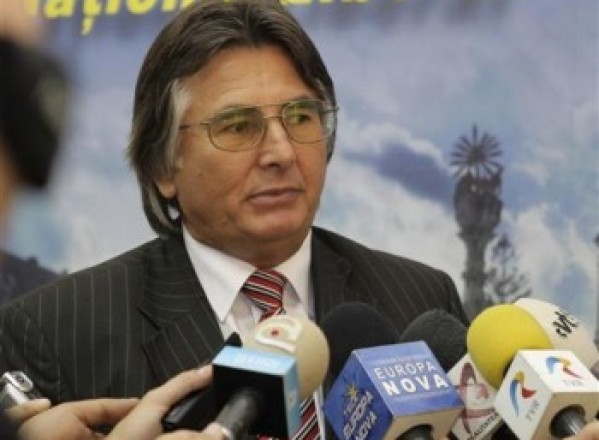 POLITICA / Nicolae Robu o întreabă pe Anca Boagiu când va fi gata Centura de Sud a Timişoarei