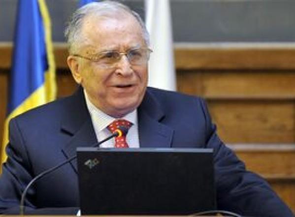 POLITICĂ / Ion Iliescu crede că nu prea există majoritatea necesară pentru suspendarea preşedintelui