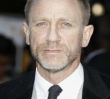 SHOWBIZ / Roger Moore critică doi dintre actorii care l-au jucat pe James Bond
