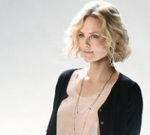 SHOWBIZ / Actriţa Charlize Theron recunoaşte rolul machiajului