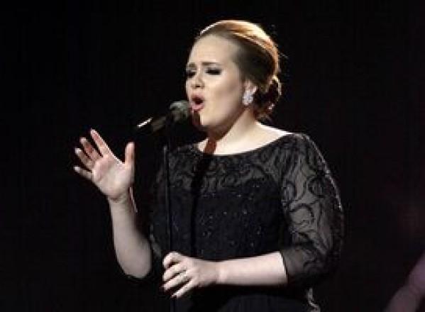 SHOWBIZ / Adele îndrăgostită din nou