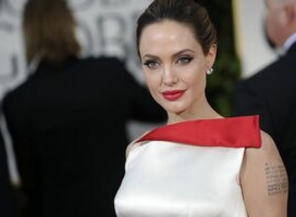 SHOWBIZ / Angelina Jolie favorită într-o colaborare cu regizorul spaniol Pedro Almodovar