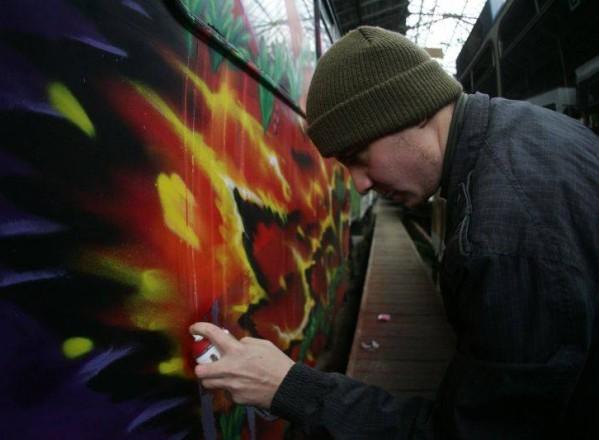 Ai văzut cum un tramvai este împânzit de graffiti? De acum poti face reclamaţie