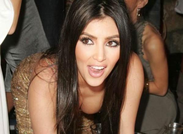 Kim Kardashian sare la gatul Rihannei