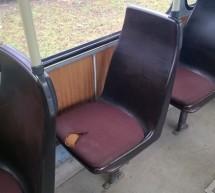 Doi tineri au dat foc unui scaun din tramvaiul 9