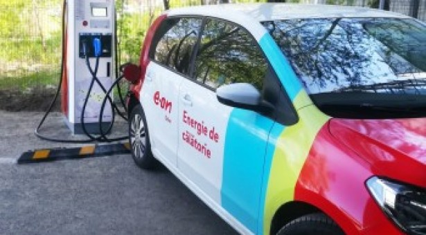 """""""Autostrada electrică"""" dezvoltată de E.ON în România a ajuns la 11 staţii de încărcare"""