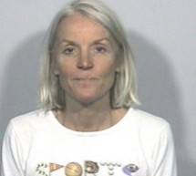 O femeie a atacat un politist cu un vibrator