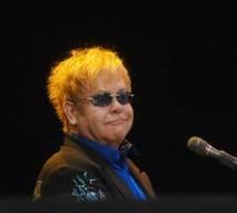 SHOWBIZ / Elton John va produce un film autobiografic