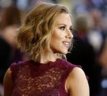 SHOWBIZ / Scarlett Johansson, într-un duet virtual cu Dean Martin