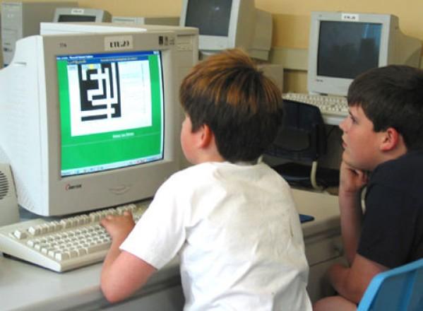 EDUCATIE / Dependent de Internet