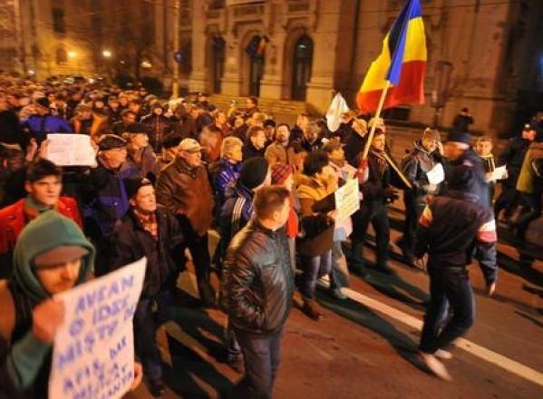 NAȚIONAL/Miting protestatar la București  împotriva președintelui Băsescu. Începutul unei noi Revoluții?