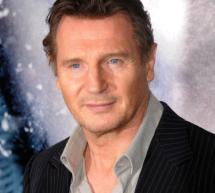 Liam Neeson calca haine intr-o curatatorie