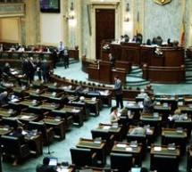 Senatorii Tiberiu Prodan si Tudor Udristoiu si-au anuntat demisia din PDL