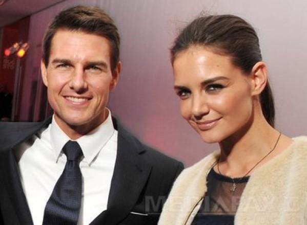 Katie Holmes si Tom Cruise divorteaza