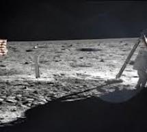Omagiu pentru Neil Armstrong