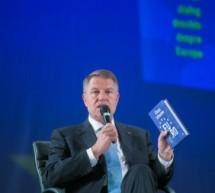 Klaus Iohannis isi lanseaza noua carte despre Uniunea Europeana la Timisoara